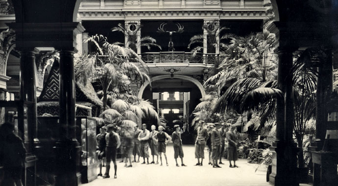 Historical picture from the history of the museum. It shows the second atrium of the museum in black and white.